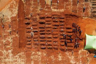 C'est un cauchemar- le virus bouleverse les rites funéraires en Afrique du Sud