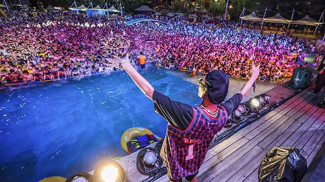 Des milliers de Chinois participent à une méga-fête techno à Wuhan, le berceau du coronavirus (photos)