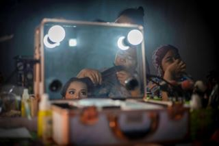 En Asie, le désespoir du virus contraint des jeunes filles à des mariages précoces