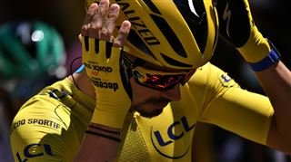 Surprise sur le Tour de France- pénalisé par les commissaires, Alaphilippe perd son maillot jaune