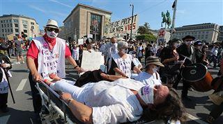 Quelque 4.000 personnes ont manifesté à Bruxelles pour un meilleur financement des soins de santé (photos)