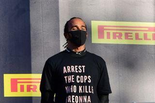 F1- Hamilton arbore un T-shirt pour Breonna Taylor sur le podium au Mugello