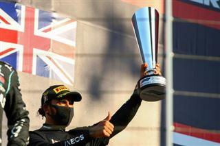 F1-  Hamilton émerge du chaos toscan, à une longueur du record de Schumacher
