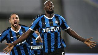 Il pourrait jouer avec Lionel Messi- le FC Barcelone RÊVERAIT de recruter Romelu Lukaku