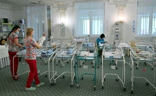 Bébés bloqués en Russie- les autorités envisagent un vol humanitaire