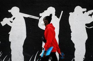 Virus- record hebdomadaire de contaminations dans le monde, l'Angleterre serre la vis