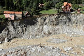 Après le désastre, les secours intensifient leurs efforts à la frontière avec l'Italie