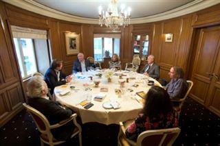 Six à table- pour les jurys littéraires, les temps sont durs