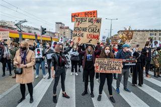 Pologne- des manifestants pro-avortement bloquent plusieurs villes