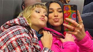 Angèle et Dua Lipa dévoilent leur titre en duo- En espérant apporter un peu de joie (vidéo)