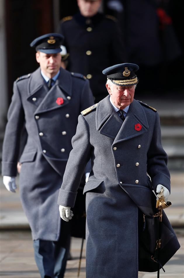 Кейт Миддлтон и Принц Уильям вместе с Королевой и другими членами БКС приняли участие в ежегодной поминальной церемонии, приуроченной ко Дню памяти павших