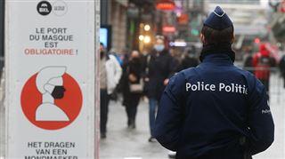 Réouverture des commerces à Bruxelles- la rue Neuve déjà temporairement fermée aux clients via la place de la Monnaie