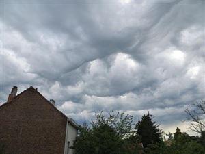 Un peu moins de nuages dans l'après-midi