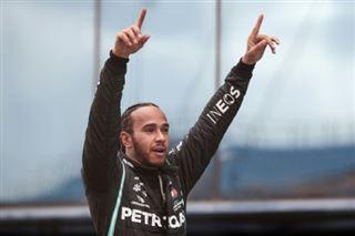 Automobile- Lewis Hamilton anobli au Royaume-Uni après ses triomphes