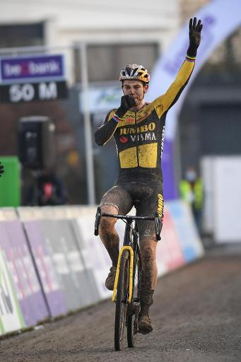 Championnats de Belgique de cyclocross - Wout van Aert dédie sa victoire à sa femme et à son fils