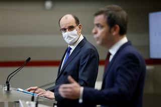 La France sous cloche à 18h à partir de samedi, contrôles aux frontières renforcées