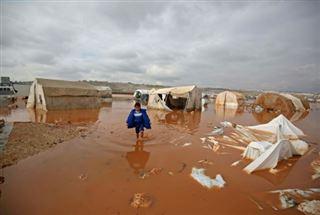 Syrie- la pluie transforme les camps de déplacés en lacs boueux, un enfant mort