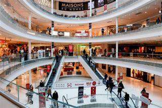 Dernières courses avant la fermeture dans les très grands magasins