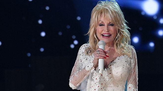 Dolly Parton ne veut pas d'une statue à son effigie- Je ne pense pas qu'il soit convenable de me mettre sur un piédestal en ce moment