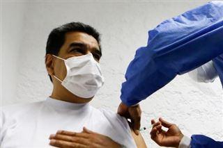 Le président du Venezuela reçoit une dose du vaccin russe Spoutnik