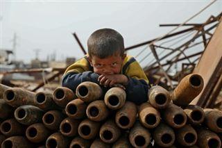 Syrie- à Idleb, une famille vit du recyclage de munitions