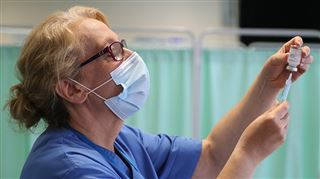 Coronavirus - BILAN MONDIAL- Washington prolonge la pause pour Johnson&Johnson, l'Union Européenne accélère avec Pfizer