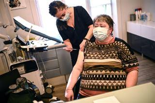 Covid-19- Véran défend l'ouverture de la vaccination, les indicateurs s'améliorent
