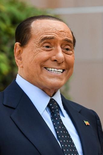 Italie: Silvio Berlusconi de nouveau hospitalisé