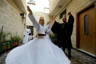En Syrie, une famille damascène tourbillonne pour préserver une danse soufie