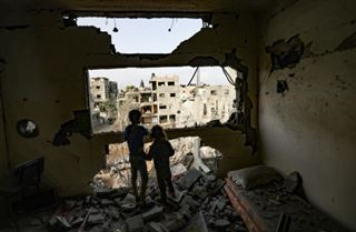 Traumatisés par les bombardements, les enfants de Gaza racontent la peur de mourir