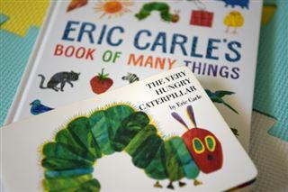 Eric Carle, auteur et illustrateur de La chenille qui fait des trous, est mort à 91 ans