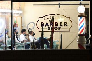 Aux Etats-Unis, les salons de coiffure afro-américains mis à contribution pour vacciner