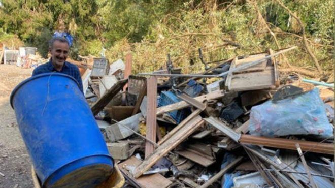 Élie Semoun prête main-forte aux sinistrés des inondations (photos)