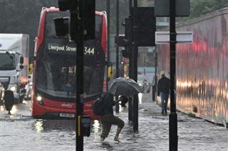 Des pluies torrentielles entraînent des inondations à Londres