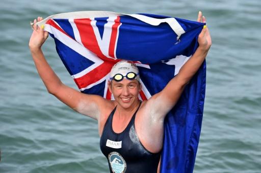 Chloe McCardel, nageuse australienne, bat le record en traversant 44 fois la Manche