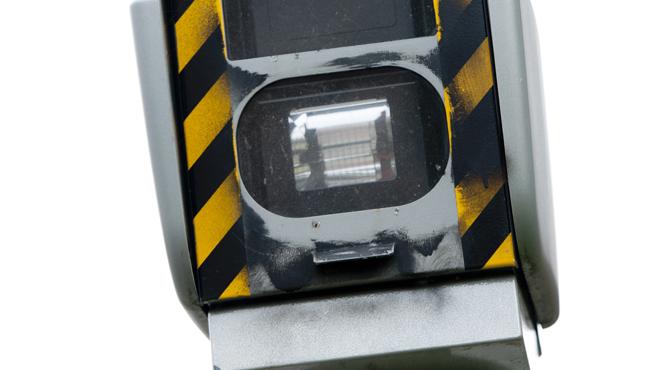 Il a OSÉ: agacé par les chauffards, Philippe a installé un faux radar devant chez lui