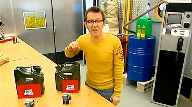 """""""Fred et Jamy"""" expliquent dans une vidéo que le diesel pollue moins que l'essence: ont-ils raison?"""