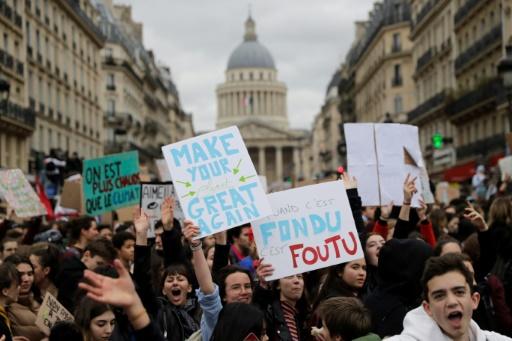 """""""Plus chauds que le climat"""": la jeunesse française répond en masse à l'appel de Greta Thunberg"""