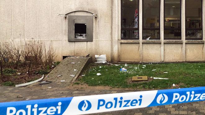 Un distributeur de billets attaqué à l'explosif à Eupen: la police cherche trois suspects et lance un appel à témoins