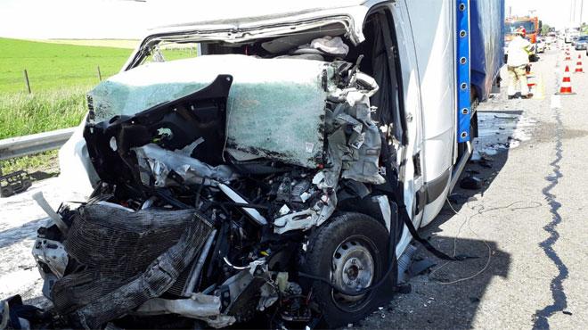 Un camion et une camionnette entrent en collision sur l'E411 à Longlier