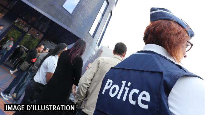 Charleroi: un homme interpellé après avoir incendié trois véhicules