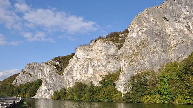 Une personne décède dans une chute aux rochers de Freyr à Dinant
