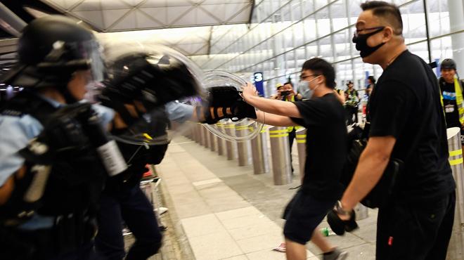 "Manifestations à Hong Kong: la Chine parle d'actes ""quasi-terroristes"""