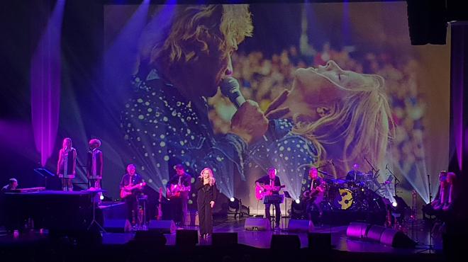 """""""Oh Marie si tu savais, tout le mal qu'on lui a fait"""": les vibrants hommages de Sylvie Vartan lors de son concert dédié à Johnny (vidéo)"""