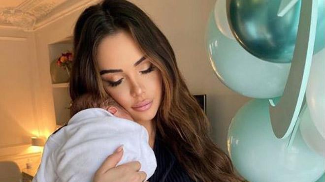Nabilla montre le visage de son fils pour la première fois (photos)