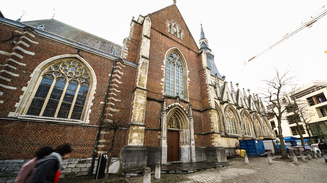 Ivres, ils se cachaient dans le clocher de la cathédrale de Hasselt: les pompiers ont dû intervenir