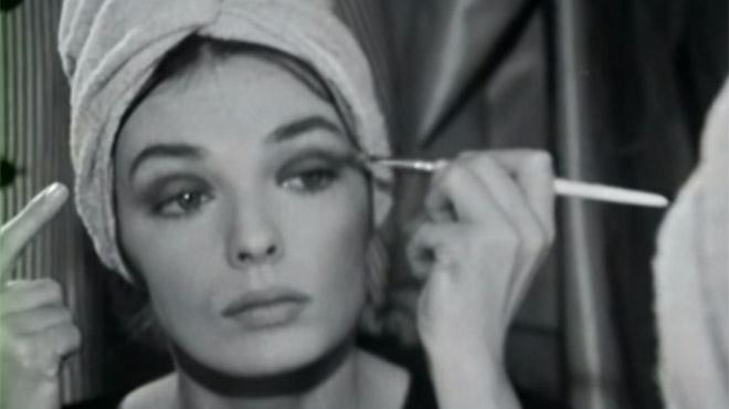 Le tuto maquillage de Marie Laforêt: en 1965, elle explique comment réaliser son regard charbonneux (vidéo)