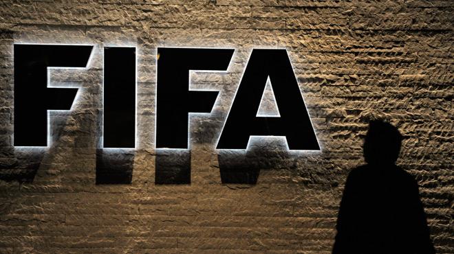 Corruption à la FIFA: quatre anciens responsables sud-américains et africains suspendus