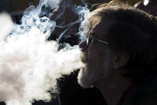 L'e-cigarette pointée du doigt par les médecins dans la mort d'un jeune de 18 ans