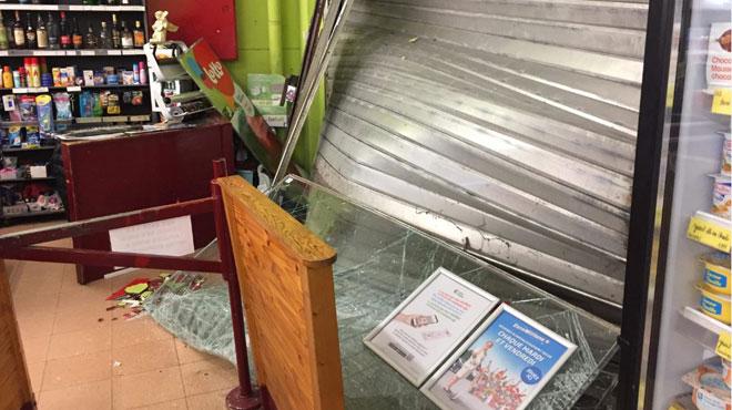 Une voiture défonce la vitrine d'un magasin de Colfontaine en pleine nuit: le conducteur a pris la fuite (photos)